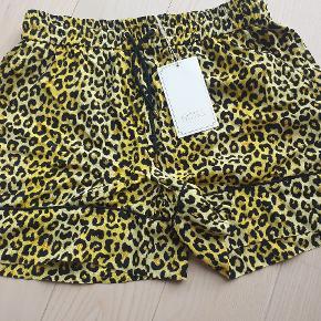 Notes Du Nord shorts