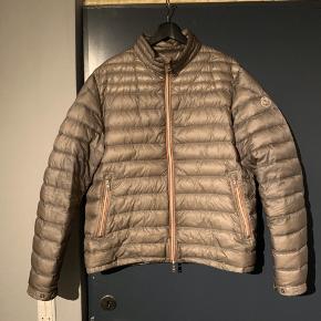 Sælger min moncler jakke Str 6 Fitter 185-195cm Cond 8,5 Fejler ikke noget