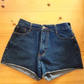 Højtajlede shorts