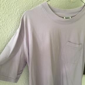 • sælger denne t-shirt da jeg aldrig rigtig har fået den brugt  • den er et år gammel og købt i Århus  • kan mødes omkring Århus eller sende for 35kr med GLS❤️💋