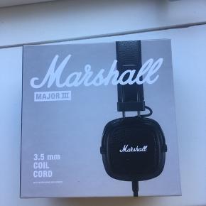 Helt nye Marshall høretelefoner! Sælger kun fordi jeg fik et andet par dagen efter. De er helt nye og ikke brugt, men kan ikke byttes da jeg var hurtig til at åbne dem 🤦🏼♀️ Kom med et bud! ☺️