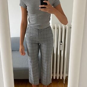 Ternede bukser fra H&M med flare Toppen sælges også🌻  Køber betaler fragt☀️📦