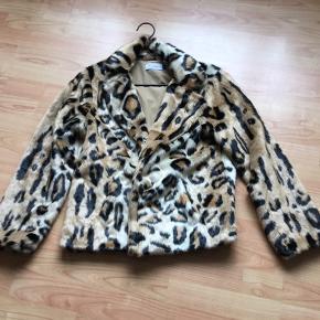 Lækker leopard pels👍aldrig brugt ...ny er 1399 kr