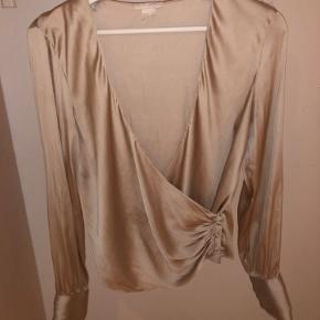 Smukkeste bluse med søde detaljer