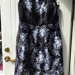 Chi Chi London kjole eller nederdel