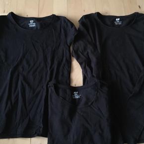 Varetype: BluseFarve: Sort Prisen angivet er inklusiv forsendelse.  40kr pp pr stk. 2 langærmede 1 t-shirt Samlet pris 100kr pp