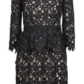 Super smuk kjole fra Fall Winter Summer Spring.   Aldrig brugt.   Str. L men kan sagtens bruges af 38/M (jeg er typisk str. 38)