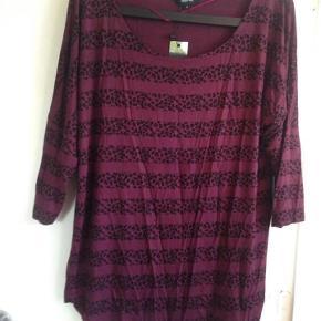 Varetype: Oversize bluse Farve: se billede Oprindelig købspris: 150 kr.