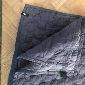 Hay polygon sengetæppe grå - NSN - 220 x 260