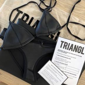 Ægte bikini fra Triangl.  Overdel størrelse M, underdel størrelse S.   Nypris omkring 1000kr