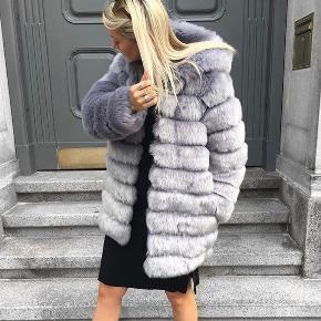 Trendday - TDY design   Fake Fur jakke i en lilla farve. Limited edition  Brugt få gange   Nypris 2300 kr