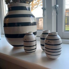 4x Kählervaser i forskellige størrelser. Prisen er for dem alle. Dog er der et lille skår i den lille vase, som ses på billede 2, fremstår derudover som nye.