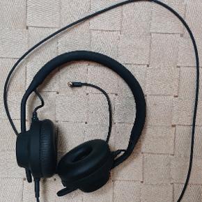 Brugt en gang Aiaiai høretelefoner.  TMA-2 All around.  Virker som de skal, sælger dem fordi jeg ikke selv kan lide at bruge store høretelefoner. (Meget sarte øre) øvv.