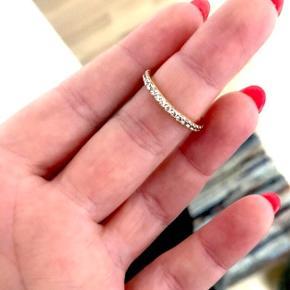 Sælger min Sif Jakobs ring da den desværre ikke bliver brugt, str. 53 ☺️
