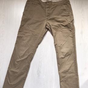 32/32 lidt små slitage tegn. Gode bukser.