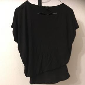 T shirt i str. small fra H&M.  Brugt en enkelt gang.  40kr, eller byd😊 Aarhus