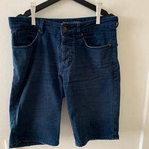 Mango Man shorts