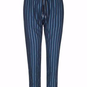 Bukser fra Munthe med mørkeblå og sølv striber. Helt nye - aldrig brugt! Str. 38