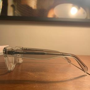 Smukke briller. Aldrig brugt. Perfekt stand. De var en gave og jeg har hverken etui eller kvittering.   Model CL41418   RDN 145