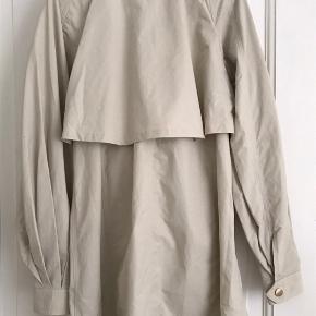 Helt ny Remain Birger Christensen trenchcoat sælges. Byd gerne, og skriv for flere billeder!  Er i Aarhus hver uge