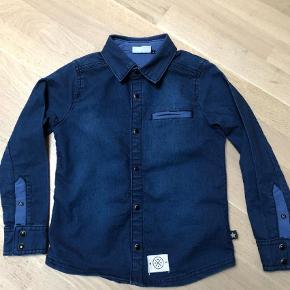 Varetype: Skjorte Farve: Blå Prisen angivet er inklusiv forsendelse.