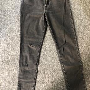 Levi's jeans - størrelse 29/32.