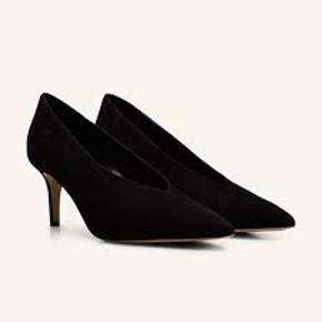 De super fine Beth heels fra Notabene. Helt fantastiske til hverdag da virkelig gode at gå i. brugt få gange. er som ny. passer en 38.  stadig i butik til 1800. BYTTER ikke. porto betales af køber.