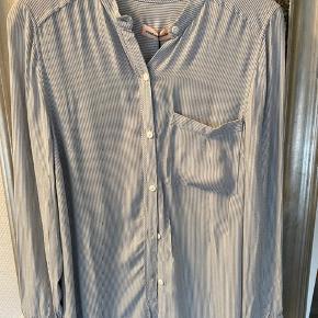Enkel skjorte, aldrig brugt