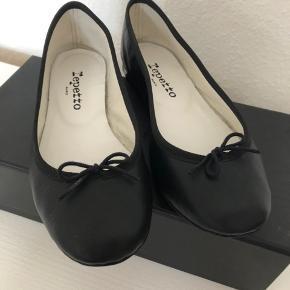 ef9d61ec2ef Ballerinaer i det blødeste lammeskind fra Repetto købt i Paris, med  original æske. Aldrig