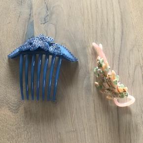 Den blå er pico, kan ikke huske navnet på det andet spænde men er købt i en lækker tøjforretning femme store i Horsens  Samlet pris 200 kr pp