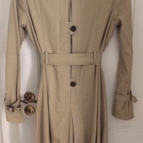 Fin lys cottoncoat a mærket mbyM. Har mange små finesser😊Har mange andre jakker/frakker.