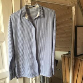 Sælger denne lækre skjorte købt i Madrid for et år sidenStr S-m  Køber betaler fragt 😜🌻