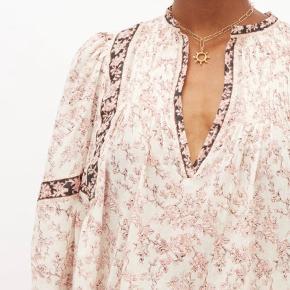 Sælger den smukke skjorte fra franske Isabel Marant. Skjorten kommer i det blødeste bomuld og med fine detaljer.  Købt i Paris i foråret 2020 og fuldstændig som ny. Bud er velkomne
