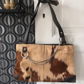 Leder taske med ægte pels