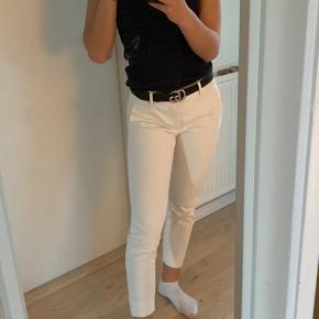 Hvide habitbukser fra Zara Str 36  Ingen slid eller pletter  Byd gerne🌟