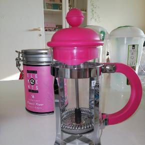 Boum lille lyserød stempel kande.  2 til 3 kopper kaffe kande. 50 kr