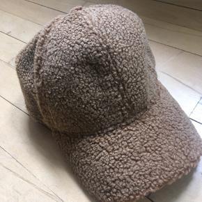 Ulden bamse stofs kasket- som aldrig har været brugt 😊