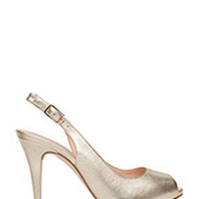 Stiletter med peep toe - farven hedder platino (guld)  Nypris 1050 kr.  Brugt 2 gange  Lidt lille i størrelsen