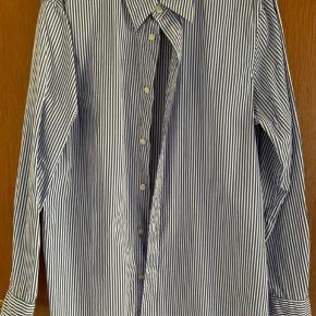 Fon skjorte str 12. Brugt 1-2 gange. Byd fra 300pp