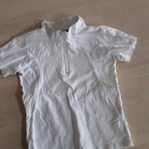 Brand: Equipage Varetype: Stævne bluse Størrelse: 8-10 år Farve: Hvid  null