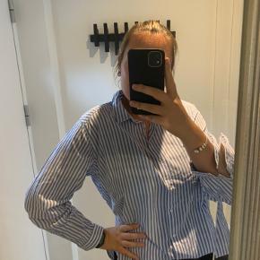 Super fed skjorte. Lidt løs i det. Skjorten bliver sendt Strøget.   Byd.