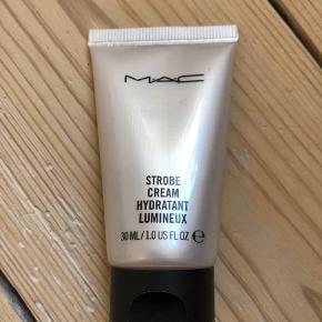 MAC Strobe Cream  Tuben har været åben men ikke brugt. (Brudt november 2019) Travel size - 30 ml