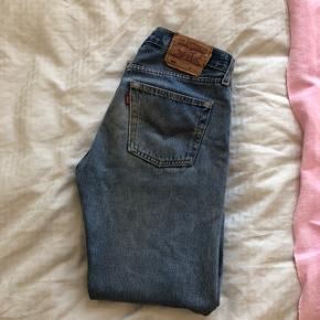 Levi's jeans 501  Str w28 l32 (dog kortere da de er klippet i længden)  Jeg er 170