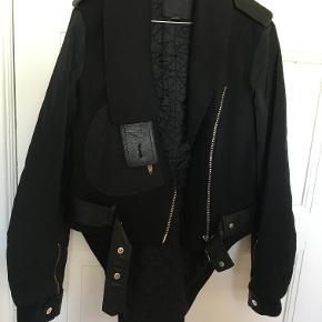 Sej Alexander Wang jakke.  Kan afhentes på Frederiksberg, eller sendes med post. Porto kommer oveni.