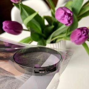 """Enamel """"Armbånd m. 3 små sten i"""" (armbåndet er ubrugt og sælges i original pose) ✨  Byd gerne kan både sendes på købers regning eller afhentes i Aarhus C 📮✉️"""