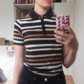 Brun, beige og sort vintage polo/t-shirt.   Bytter ikke.