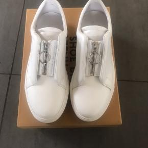Fejlkøb - aldrig brugt. Virkelig fed sneakers med god komfort! 😊