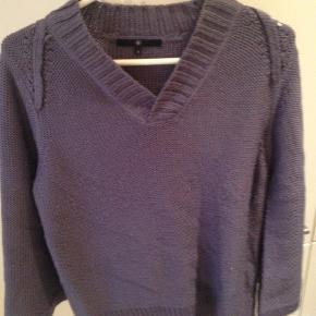 Varetype: Striktrøje Farve: Lilla Prisen angivet er inklusiv forsendelse.  Lækker strik - står som str M, da der ikke findes en str 3, som anført i trøjen. BYD 🙂