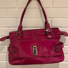 Meget smuk Mulberry taske i meget fin stand! Købt i London. Husker ikke købsprisen ca 4000 måske mere.