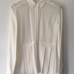 Aldrig brugt hvid silkeskjorte fra Boss Hugo Boss. Str UK8.
